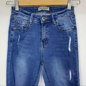 WAKEE Size 6 Distressed Mid Rise Blue Skinny Jeans